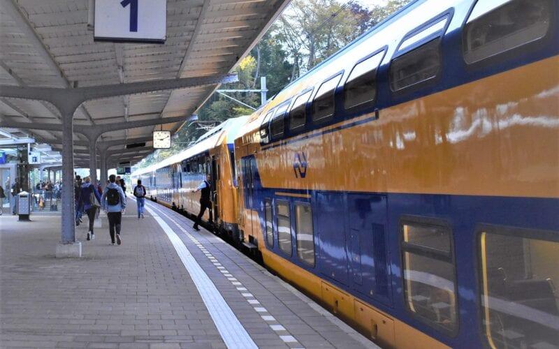 treinen rijden stations station Harderwijk Ermelo en Putten