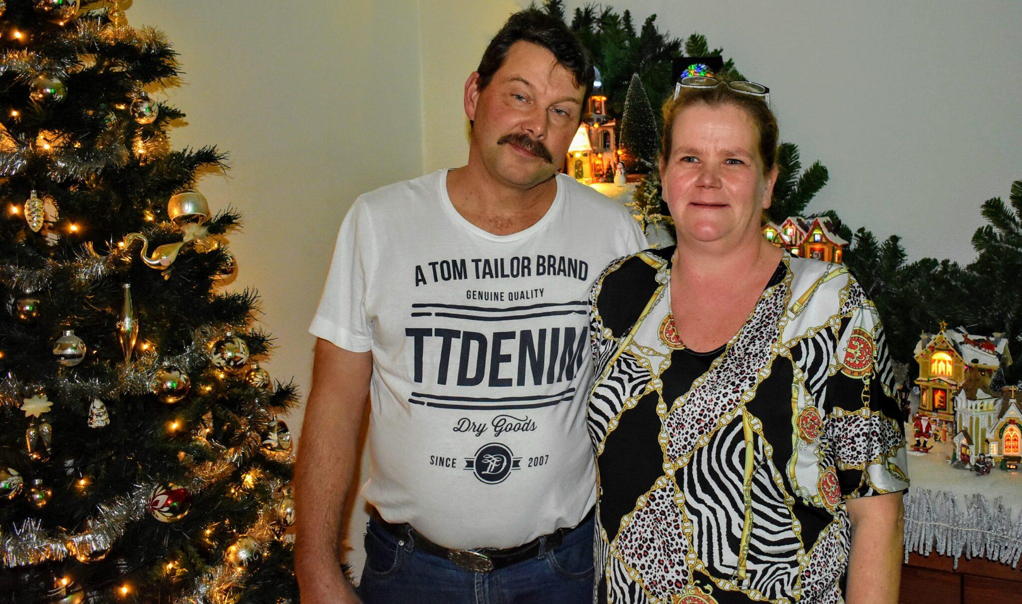 Marco en Jacha Schriever in hun kersthuis. Foto indebuurt Randmeren (3)