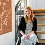 Gieta Arendsen in haar droomhuis in Putten. Foto indebuurt Randmeren