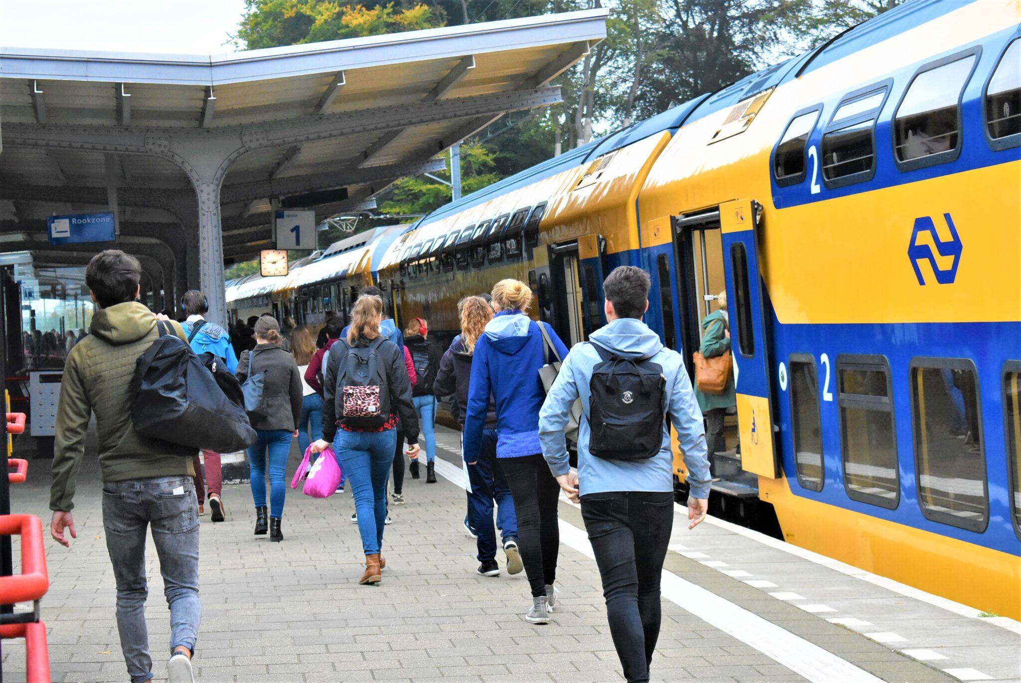 treinen station Harderwijk NS spitstreinen