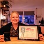 Helen van der Heijden met haar Zilveren Schuiver. Foto indebuurt Randmeren