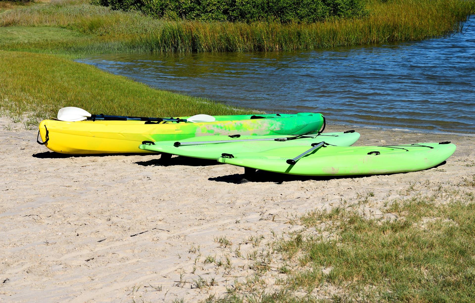 Kano en boten weghalen bij Wolderwijd in Harderwijk zeepad