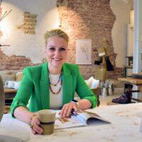 Iris Roozendaal in haar nieuwe winkel I&S Home in Putten