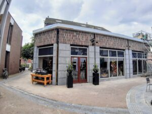 Jeroen en Annegré van Voornveld in hun nieuwe slagerij Gelderblom in Ermelo