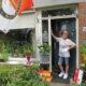 Yvonne de Kroon in haar Feyenoordhuis in Ermelo.