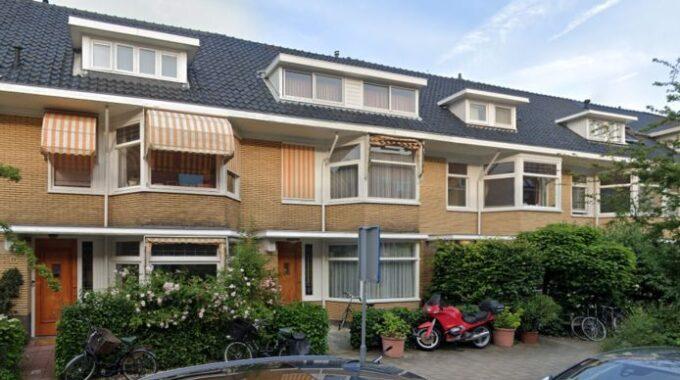 Amsterdamse woning gaat viral omdat het 2 miljoen euro voor deze rijtjeswoning vraagt