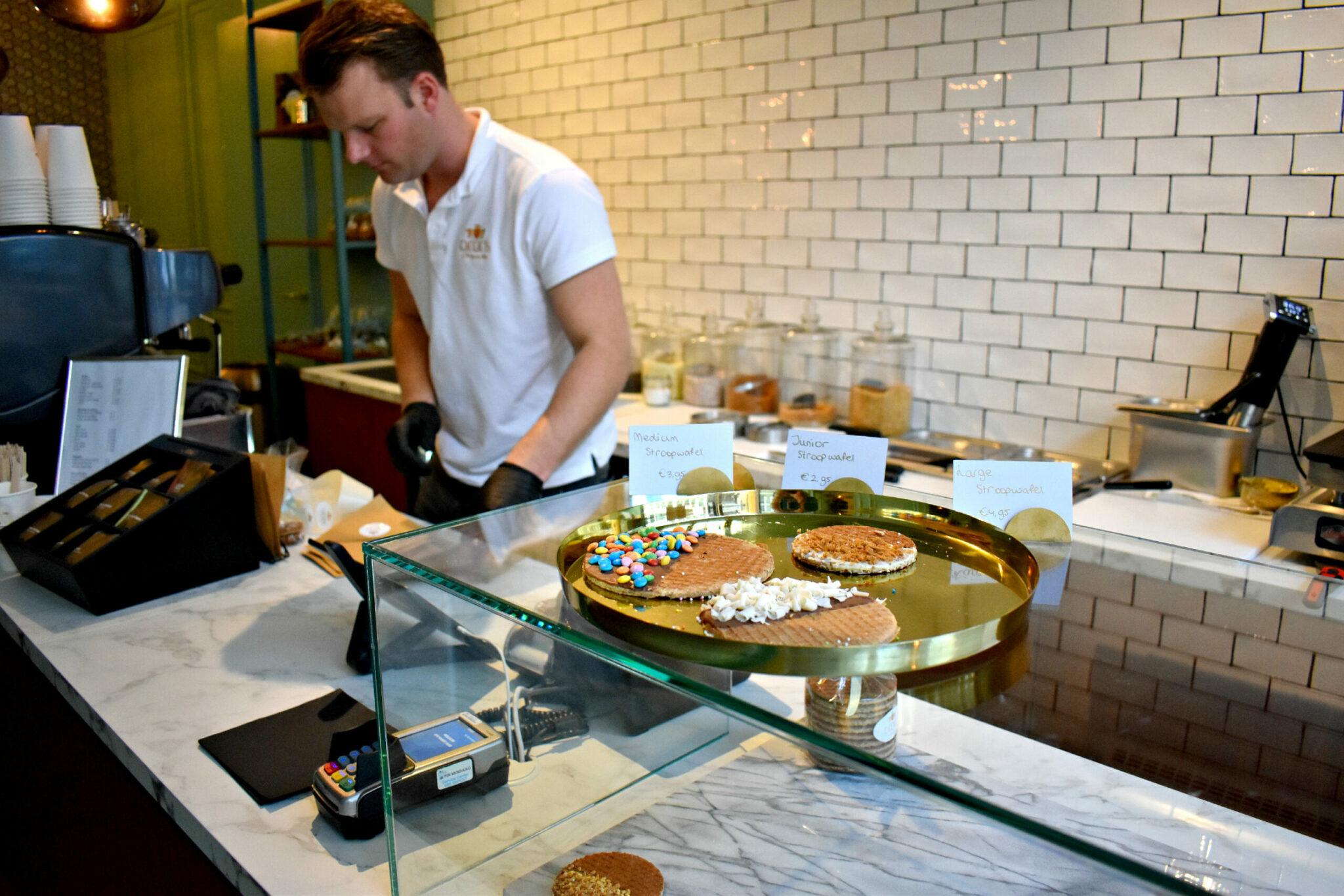 Stroopwafel met topping bij Didi's in Rotterdam centrum