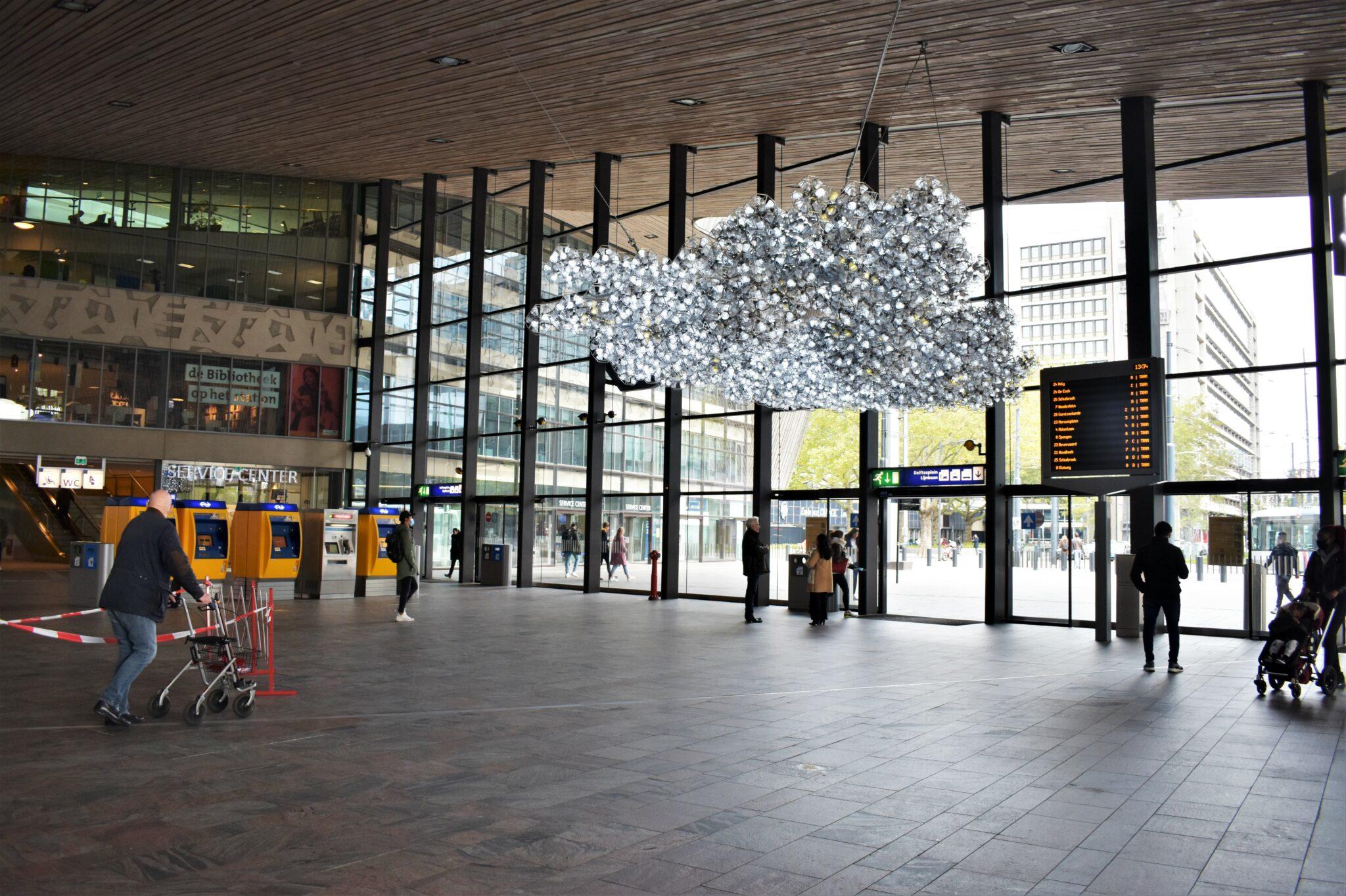 ontmoetingswolk rotterdam centraal station grote hal