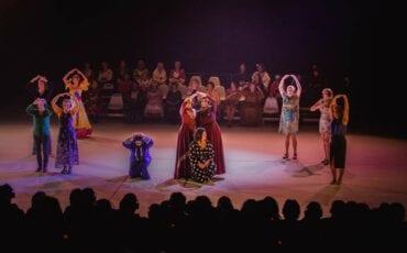 women connected stille heldinnen theater