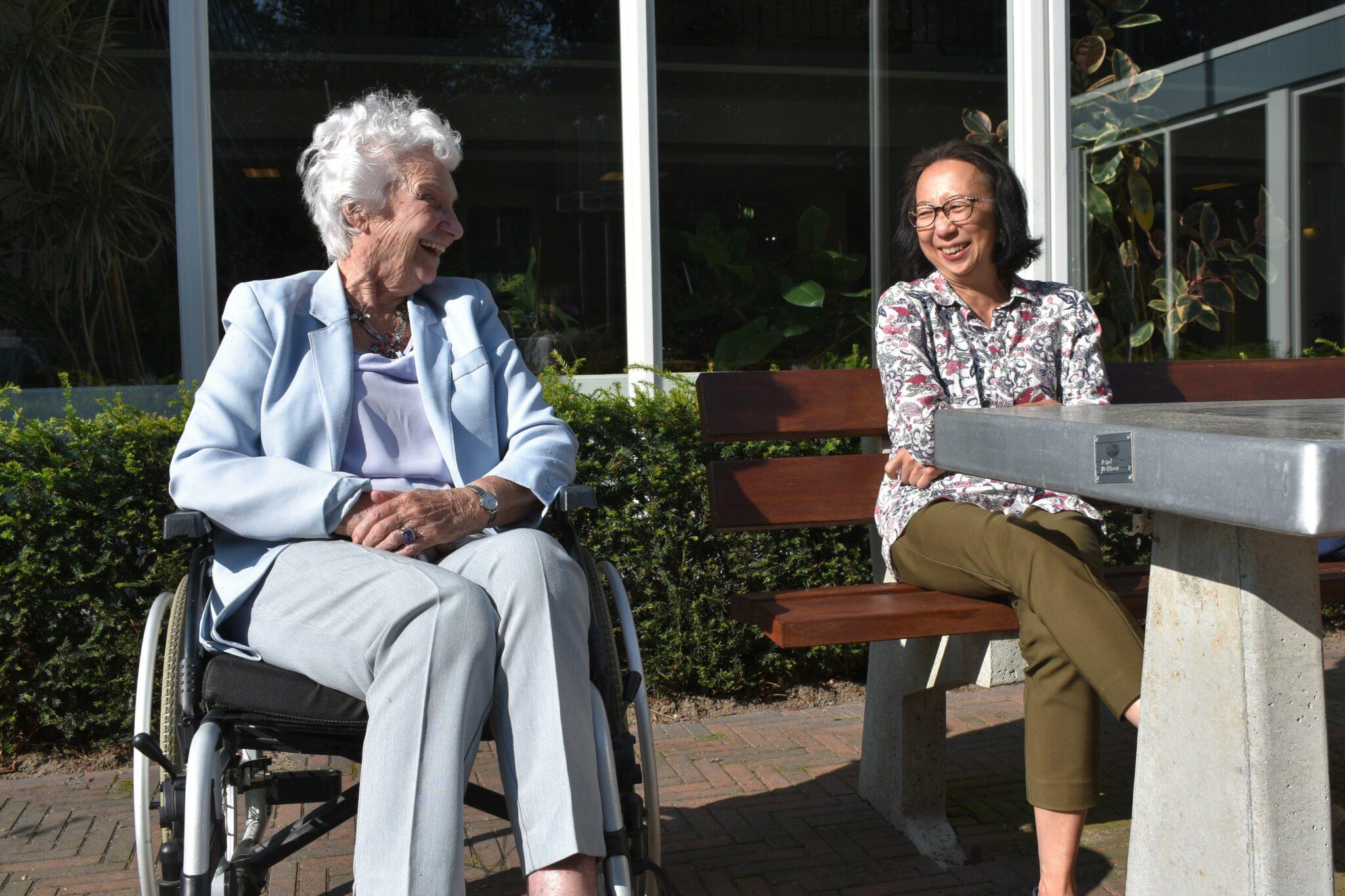 Vrijwilligerswerk Rotterdam bezoekmaatje UVV Mevrouw Erkelens en Sabrina