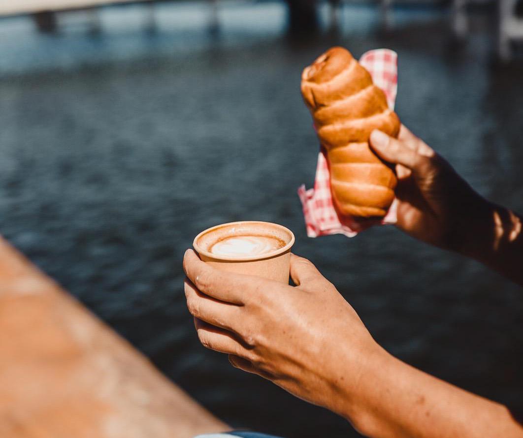 jordy's bakery koffie en broodje