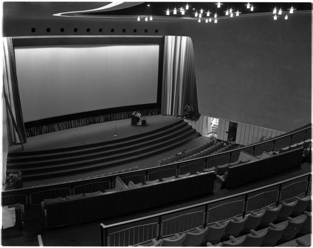 Het net geopende Scalatheater in 1957