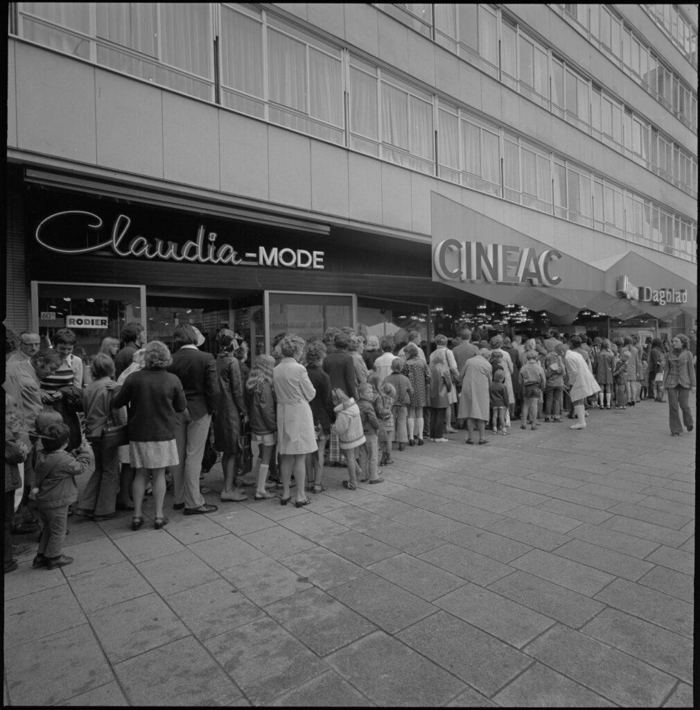 Een lange rij voor bioscoop Cineac in 1978