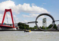 maasbeeld willemsbrug rotterdam watertaxi