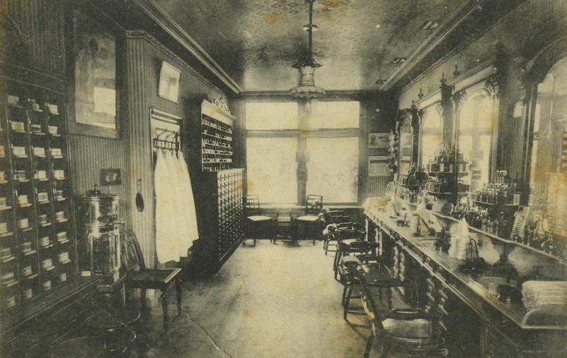 Interieur van een kapsalon in 1920