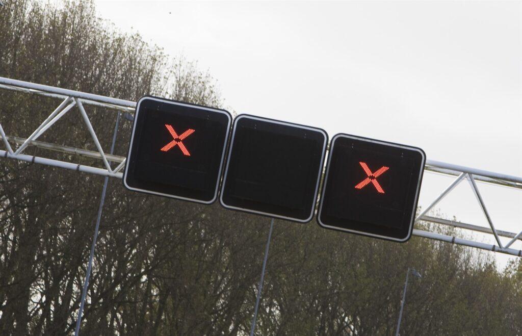 Rode kruizen snelweg