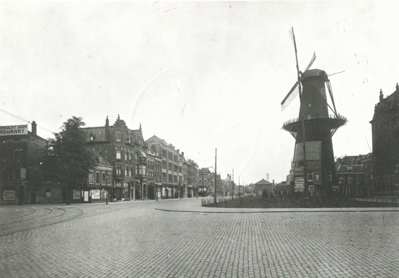 De Coolsingel met molen De Hoop in 1916