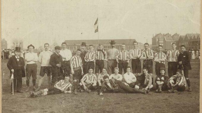 Veteranenwedstrijd op het Schuttersveld ter gelegenheid van het 12-jarig bestaan van voetbalvereniging Sparta.