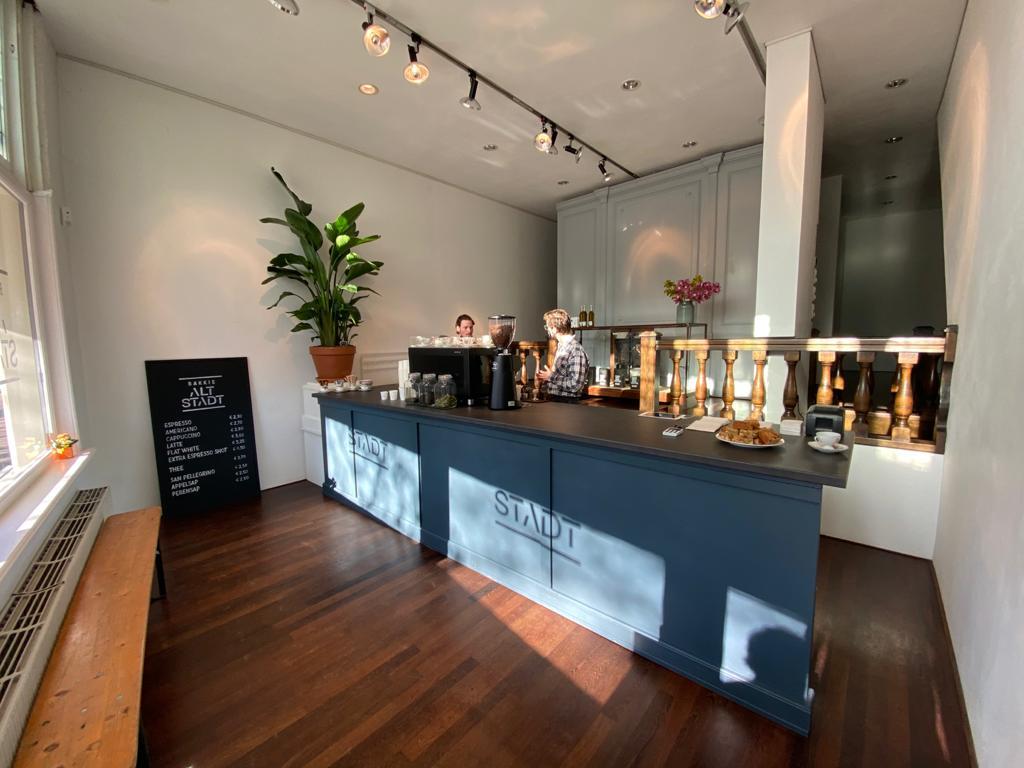 bakkie altstadt terras koffiezaak (2)