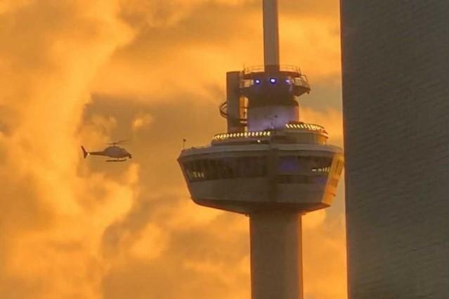 euromast met vuurwerk en helikopter