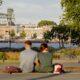 toeristen bankje lente jongeren leuvehoofd