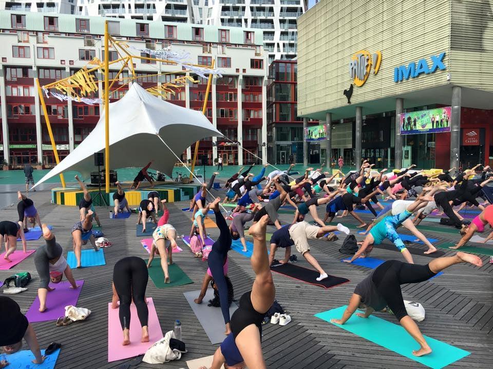 yoga op het schouwburgplein