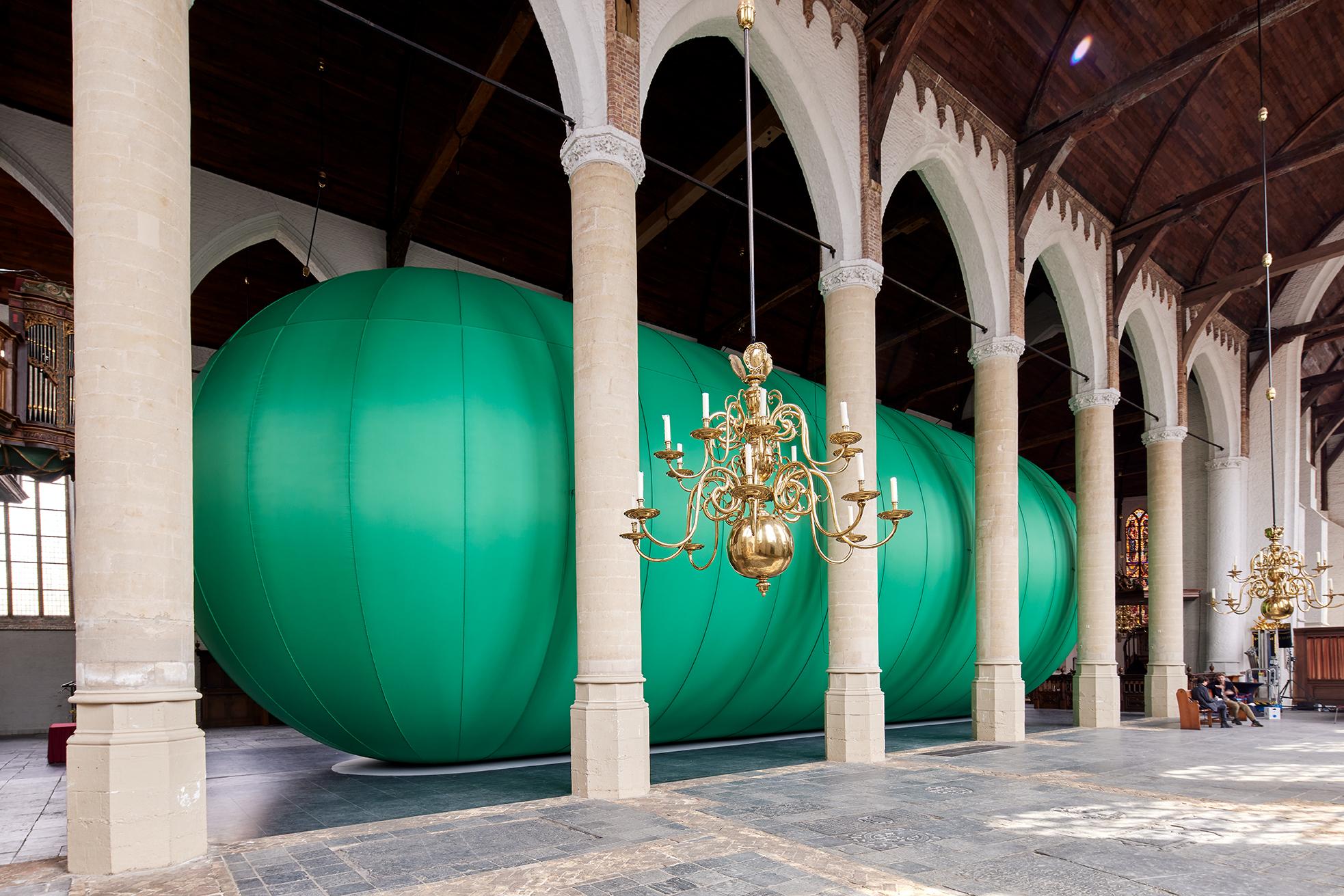 Florentijn Hofman, Stadscocon, 2021, Sint Janskerk Schiedam. Fotografie_ Aad Hoogendoorn (2)