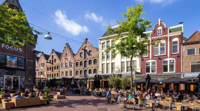 1. Onderschrift_ De Korenmarkt in Arnhem