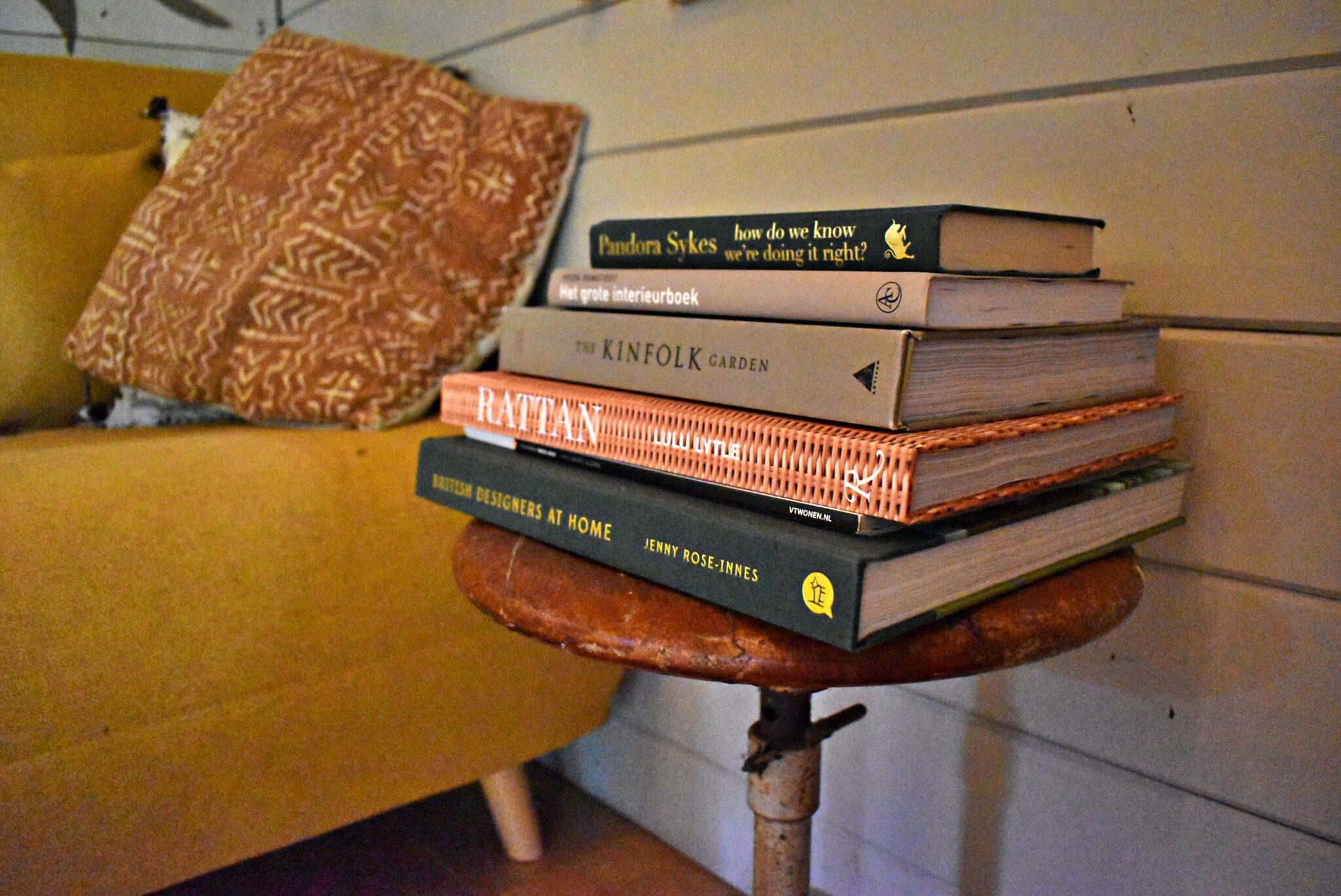 binnenkijken bij annemarie stapel boeken