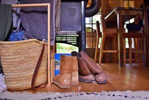 binnenkijken bij annemarie uggs bij houtkachel