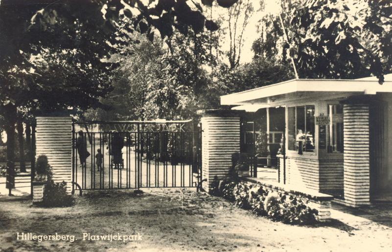 Het entreehek en het portiershuisje, bij de in- en de uitgang van het Plaswijckpark. 1939
