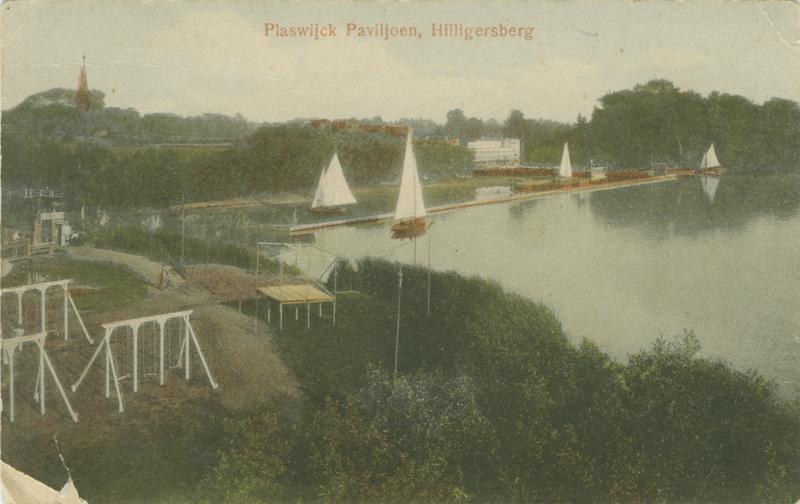 Het Plaswijck paviljoen bij de Bergse Achterplas gezien vanaf de uitkijktoren. - stadsarchief 1923 - 1927