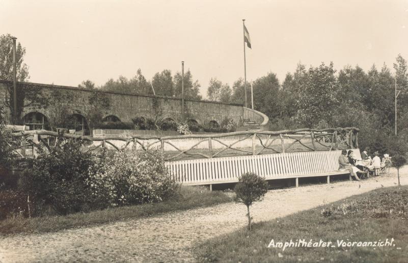 Vooraanzicht van het amphitheater, in het Plaswijckpark 1923 stadsarchief rotterdam