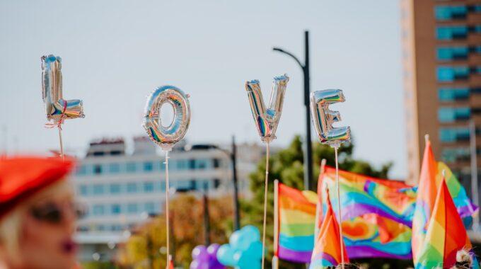 pride love vlaggen feest rotterdam parade