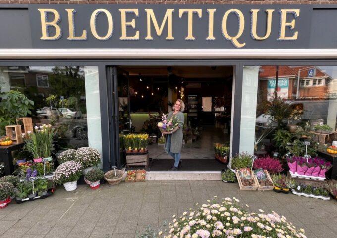 Bloemtique Bloemen Rotterdam 1 Kitty in deuropening
