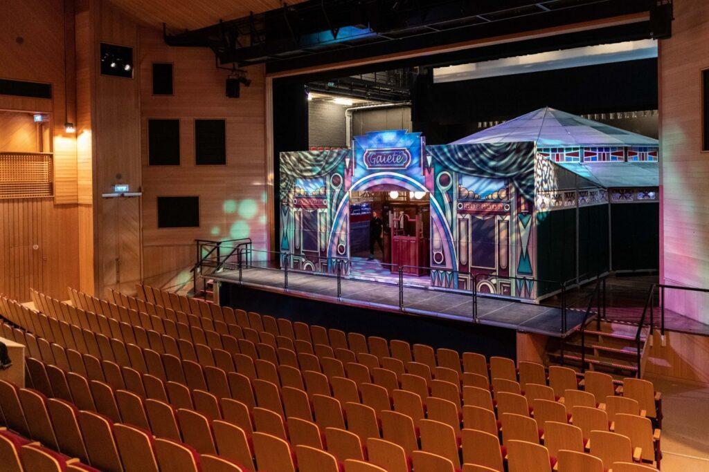 Theater aan de Schie, spiegeltent op het toneel