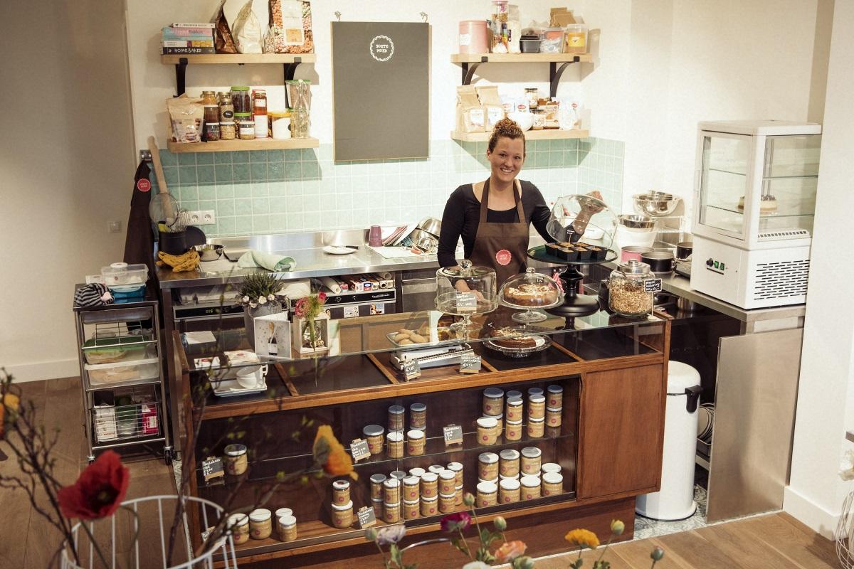Yvette Wouters in shop-in-shop Zoete Moed