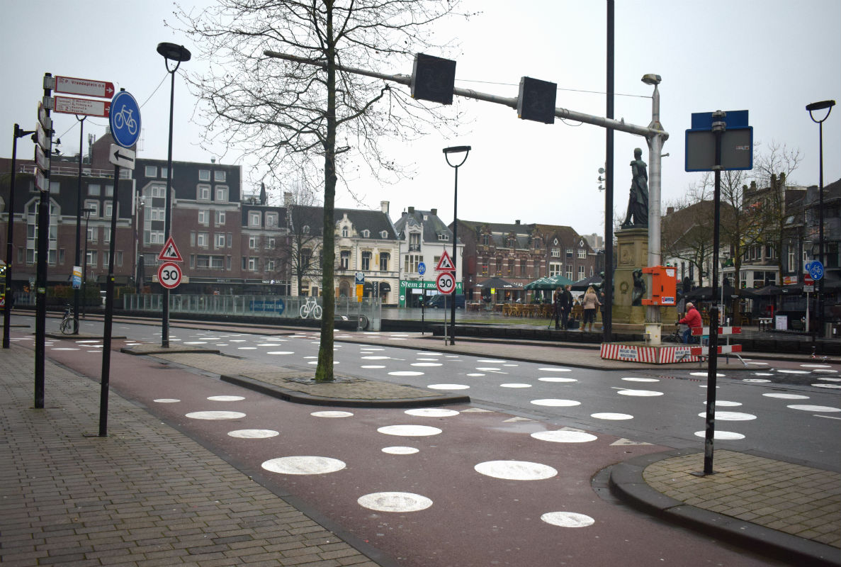 Witte stippen Heuvelring