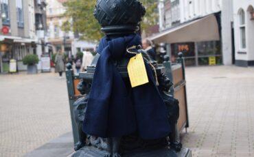 Sjaals geel kaartje Help je medemens de kou door