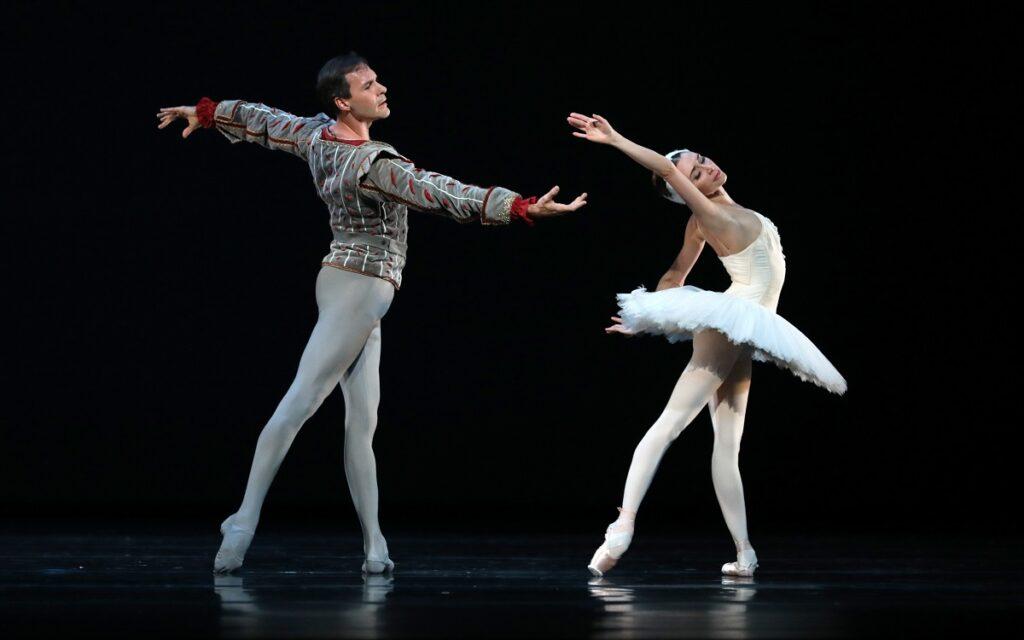 Het Nationale Ballet - Het Zwanenmeer PDD - foto Hans Gerritsen