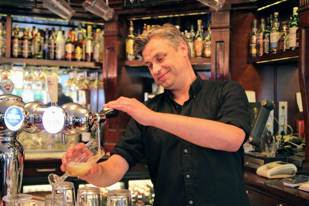 cafe domkop Utrecht barman (4)