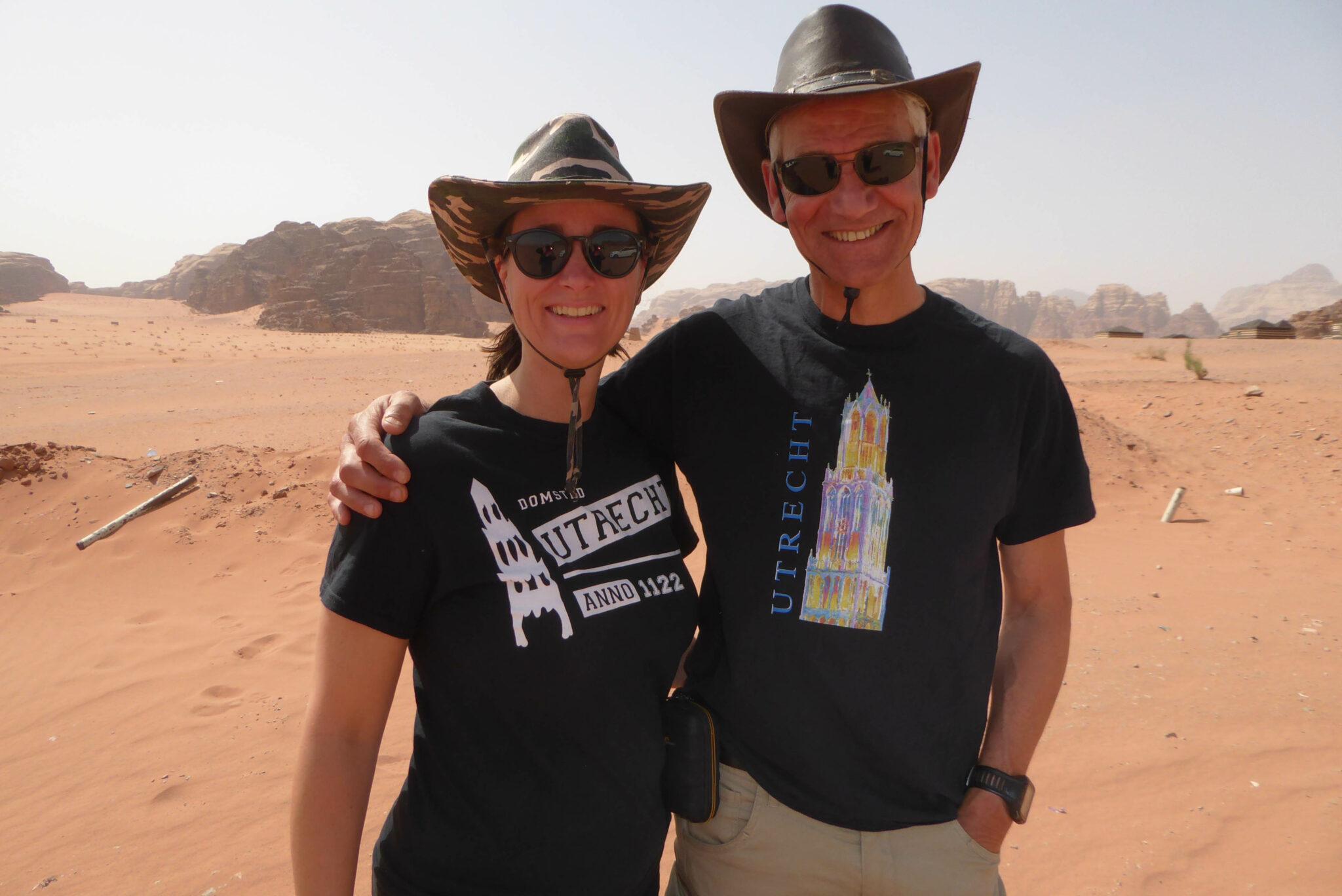 Anika en haar man in hun mooie Utrecht-shirts.