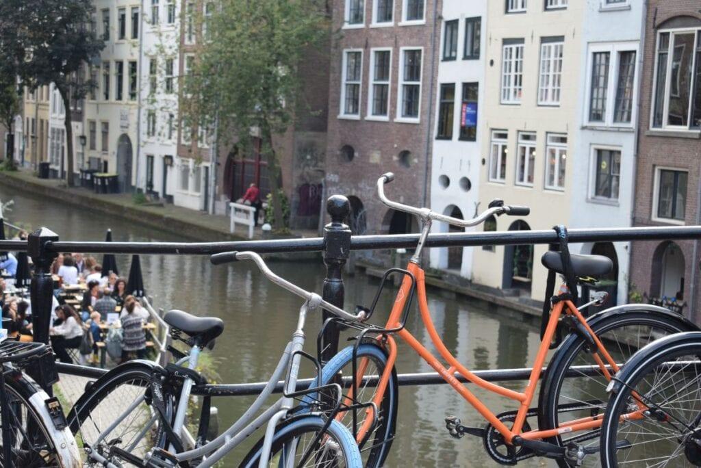 utrecht binnenstad oudegracht fietsen