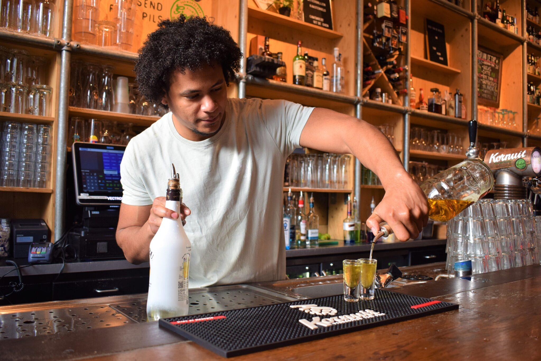 barman kris cafe hofman shotje