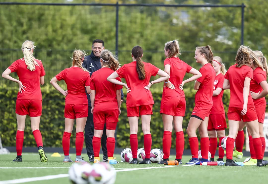 Utrechtse Vrouwenvoetbal Academie