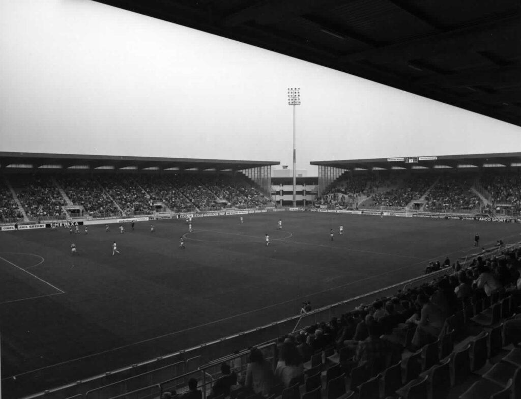 Stadion Galgenwaard na de eerste verbouwing 1982