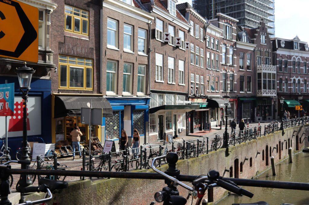 fiets oudegracht vismarkt locals coffee company