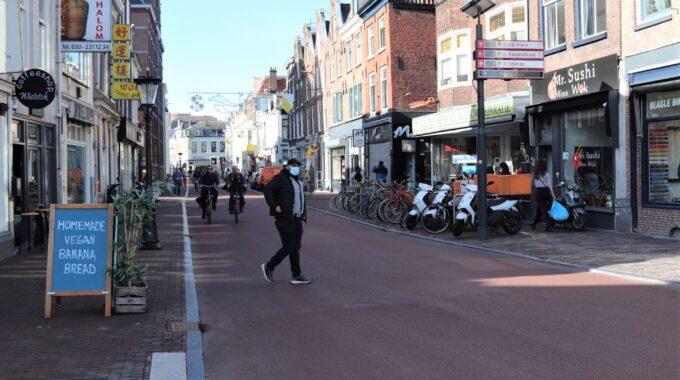 wittevrouwenstraat man oversteken fietsstraat mondkapje corona