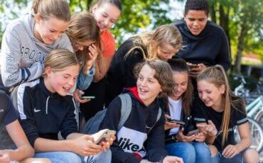 Brugklasleerlingen houden pauze op hun eigen brugplein