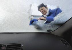 auto krabben ruiten koud winter